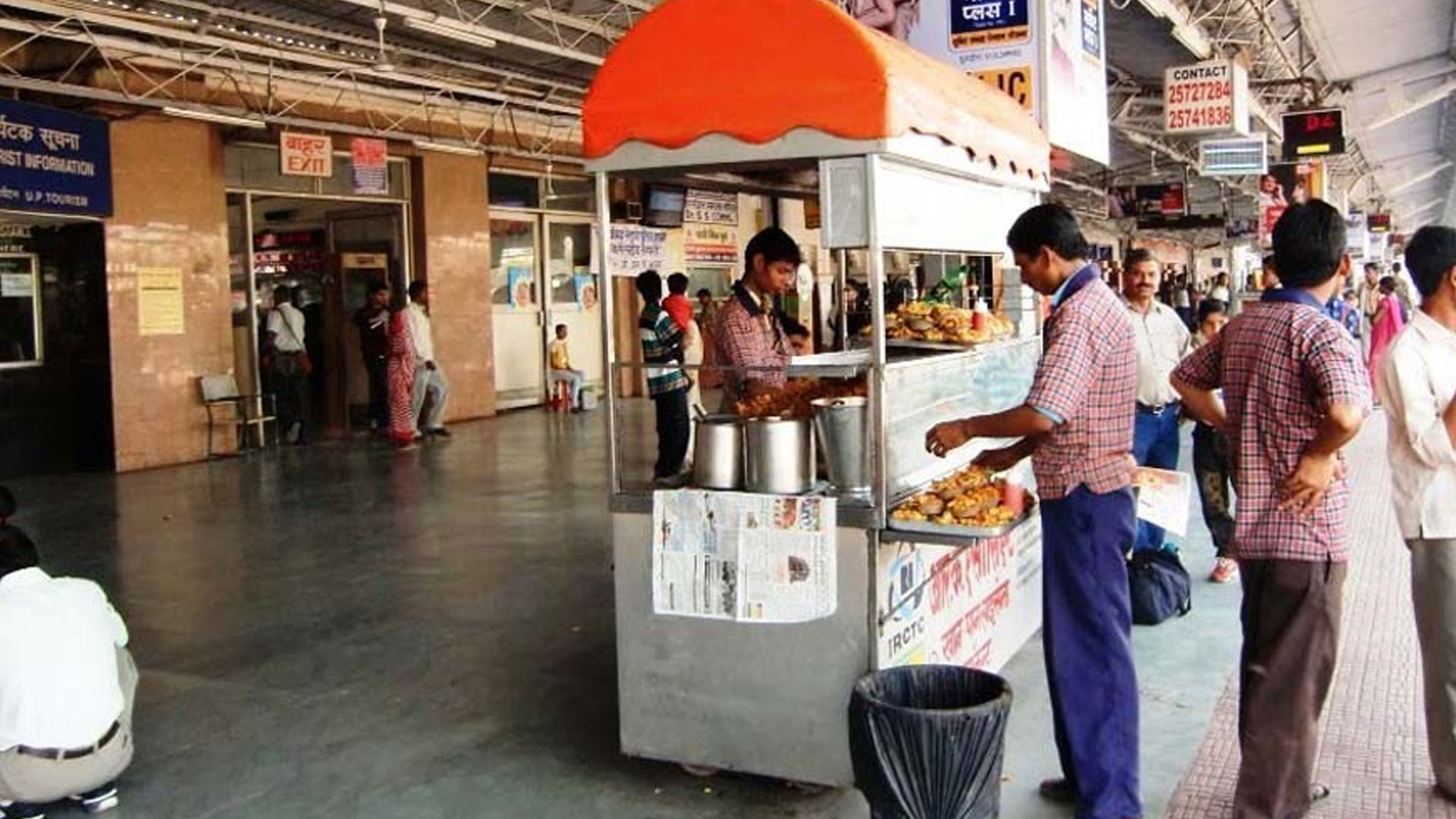 try-out-these-mouth-watering-delicious-food-on-Indian-Railways