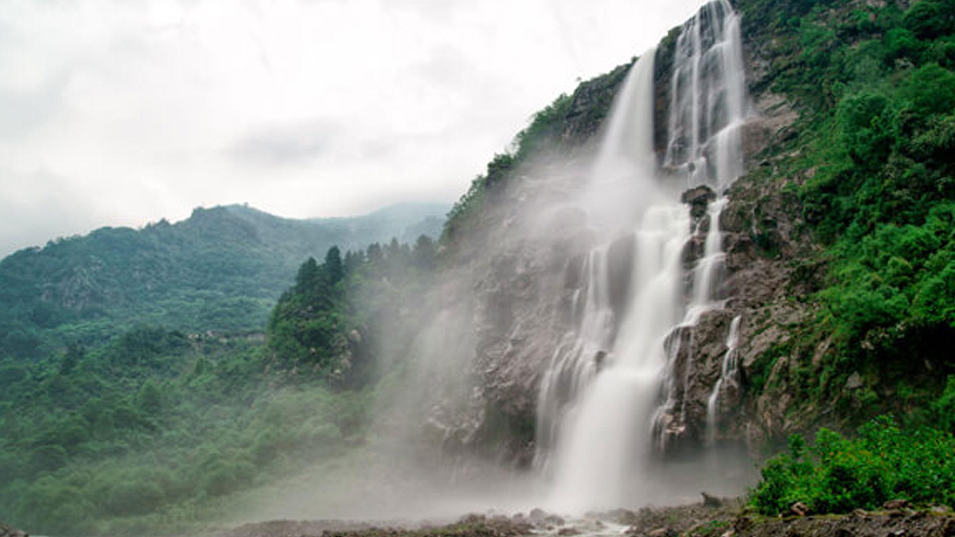 Nuranang-Falls