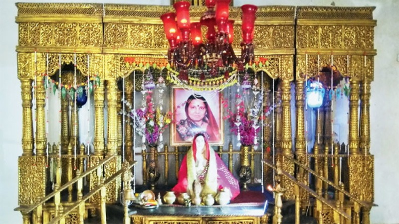 Symbol of Love; This Man in Gujarat Built Temple For Wife!